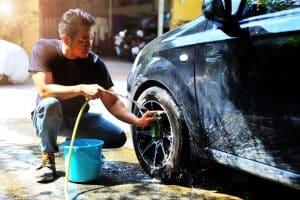 Untuk menjaga kebersihan mobil, Anda bisa mencucinya minimal seminggu sekali agar bodi mobil tetap bersih dan kinclong dari noda. Bila jarang dicuci maka hal ini akan berakibat buruk pada mobil berupa susahnya membersihkan noda pada mobil.