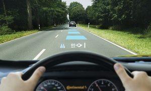 Menjaga jarak aman adalah langkah yang mudah menghindari tabrakan. Salah satu cara mana yang untuk mengukur jarak aman adalah dengan peraturan 3 detik. Peraturan 3 detik ini sangat efektif jika diterapkan ketika berkendara dengan kecepatan lebih dari 40 jam per km.
