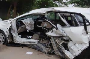 Saat kendaraan tidak pada kondisi yang baik, namun masih dipaksakan untuk berjalan, kecelakaan bisa terjadi pada kendaraan Anda. Pada umumnya beberapa komponen seperti rem, oli, ban atau speedometer mobil bisa menjadi penyebab utama kecelakaan.