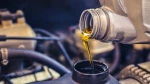 Filter oli dengan oli mesin adalah suku cadang yang harus rutin Anda ganti. Sebab, usia kerjanya terbilang cepat. Fungsi dari oli mesin sangatlah vital dan penting pada kendaraan sebagai pelumas bagian dalam pada mesin.