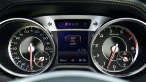 Speedometer adalah alat yang ada pada kendaraan untuk mengukur kecepatan laju selama dikemudikan. Kerusakan yang terjadi bisa berbentuk jarum penunjuk yang tidak bergerak maju atau bisa juga jarumnya bergerak, tapi bergerak dengan sangat cepat.