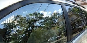 Agar supaya tetap awet dan terjaga, diperlukan pelindung kaca mobil terkhusus untuk bagian depan. Pelindung kaca mobil untuk bagian depan sangat penting karena pentingnya posisi kaca di depan pengemudi, bisa berfungsi menjadi pelindung dan agar dalam mengemudi dapat tetap stabil secara peforma. Sebab, masalah pada kaca mobil khusunya pada bagian depan adalah kendala besar bagi pengemudi.